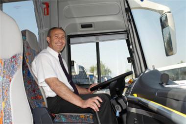Auxilio de transporte como base para liquidar la prima de servicios